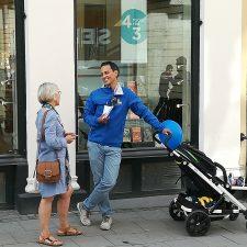 Philip Sandberg med barnvagn